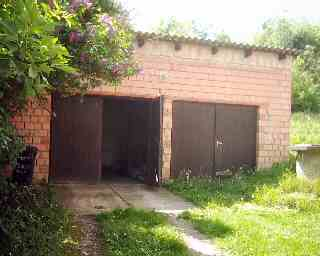 Garages with cellar